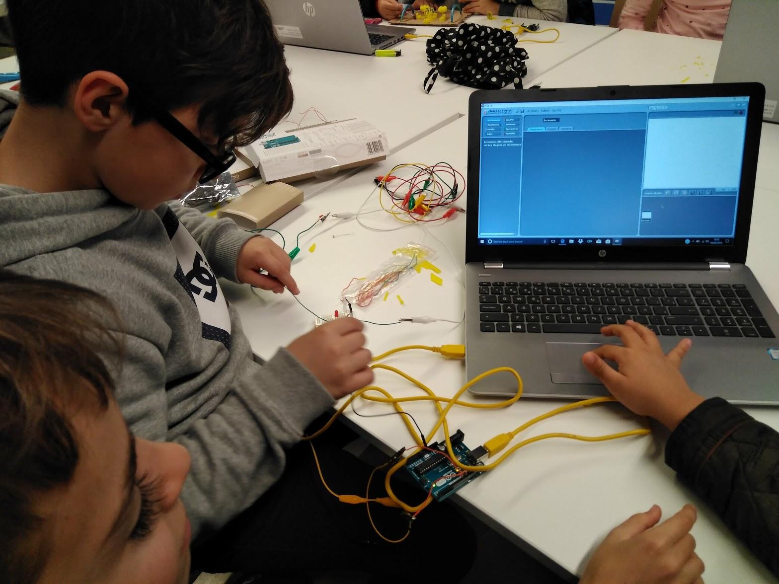 Biblioteca Ignasi Iglesias: Future Designers, Arduino & Impresora 3D